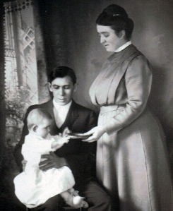 Ray, Beulah, and Ree as a baby