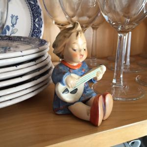 joyful Hummel figure