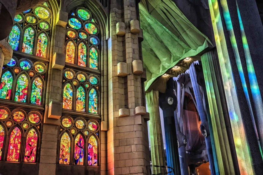 Sagrada-Familia-stained-glass-windows-Barcelona-Spain-1-1620x1080