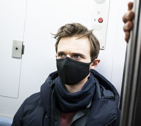 man with mask coronavirus